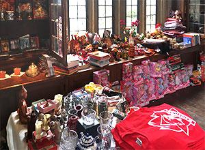 souvenirs store gift shop